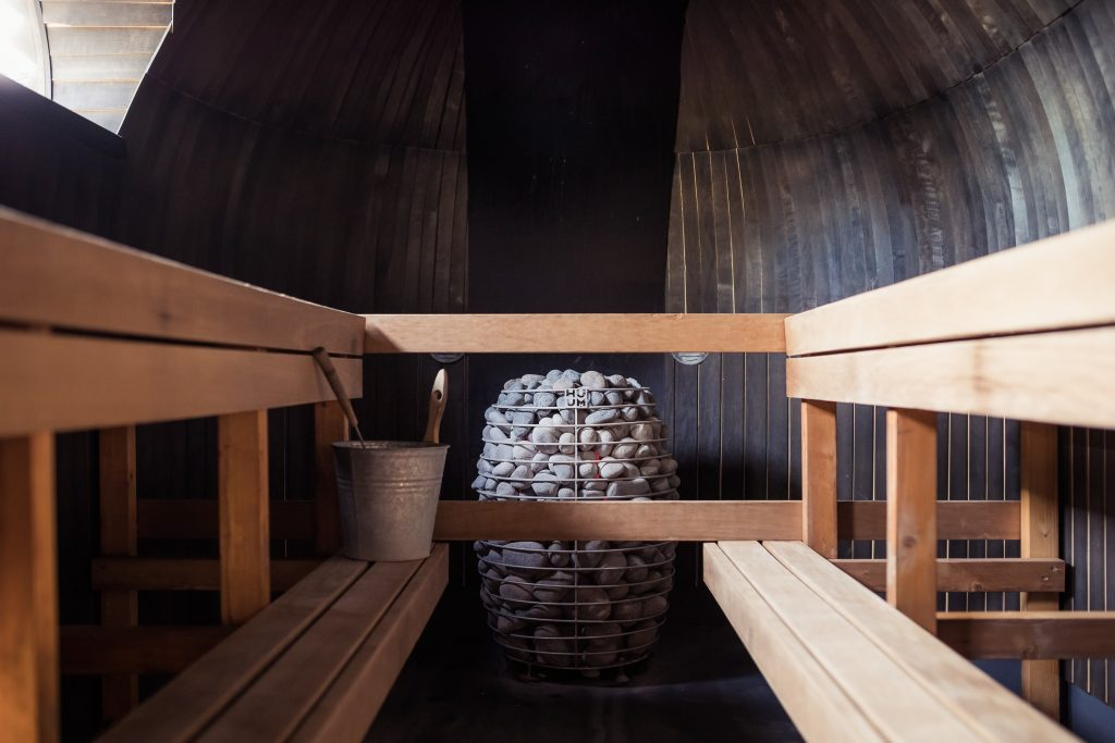 Dry sauna for recovery